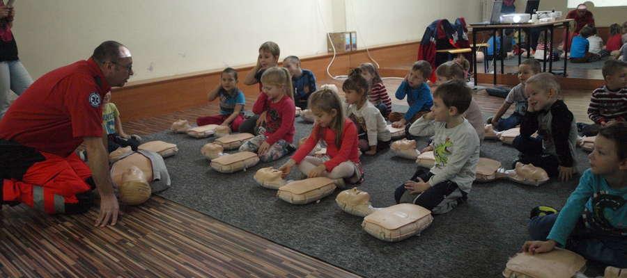 Przedszkolaki uczyły się udzielać pierwszej pomocy fot. ej
