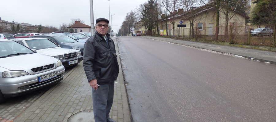 - Tu obowiązkowo powinno być przejście – mówi Józef Sobczak