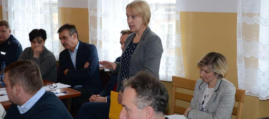 Teresa Eljasiak-Zbysińska omówiła sytuację w dzierzgowskim gimnazjum