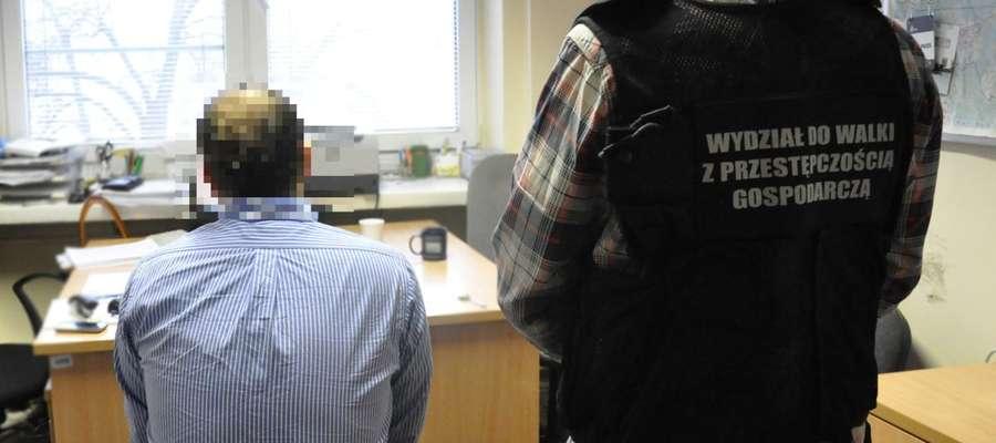 Na terenie Olsztyna policjanci zatrzymali 31-latka i jego żonę zamieszkanych w aferę na UWM