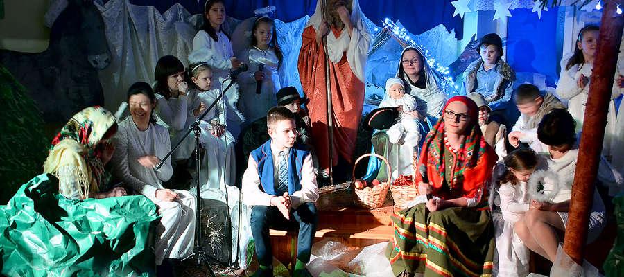 W tegorocznych jasełkach Szkoły Podstawowej w Żegotach uczestniczyli też rodzice i rodzeństwo uczniów