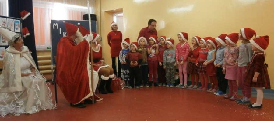 Mikołaj przyniósłdzieciom prezenty