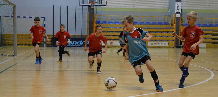 Dziesięć drużyn wystartowało w Turnieju Mikołajkowym w hali OCSiR