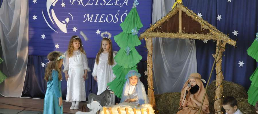 Podczas świątecznego apelu w szkole