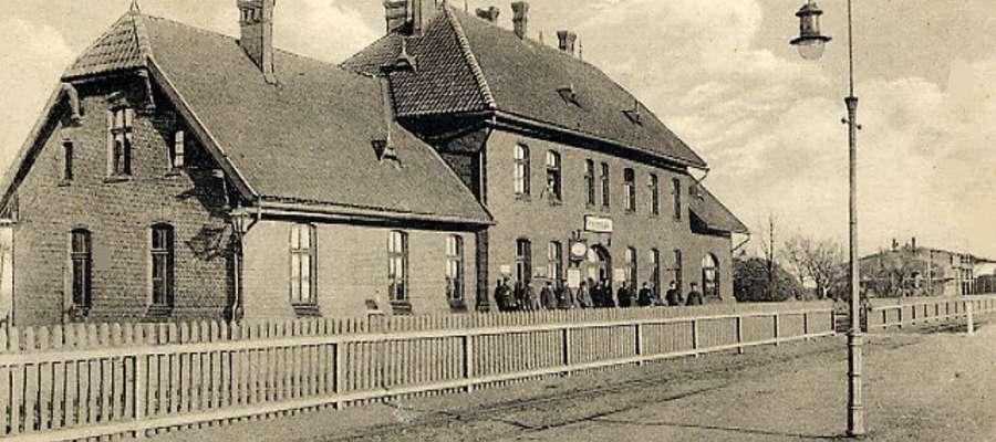 Dworzec kolejowy w Kisielicach na przedwojennej pocztówce