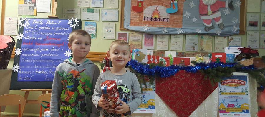 Marcin i Igor też przygotowali świąteczne kartki. Wszystkie sprzedano na bożonarodzeniowym kiermaszu 6 grudnia.