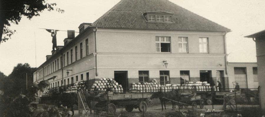 Budynek mleczarni w Bartoszycach. Zdjęcia datowane na okres między 1933 a 1940 r.