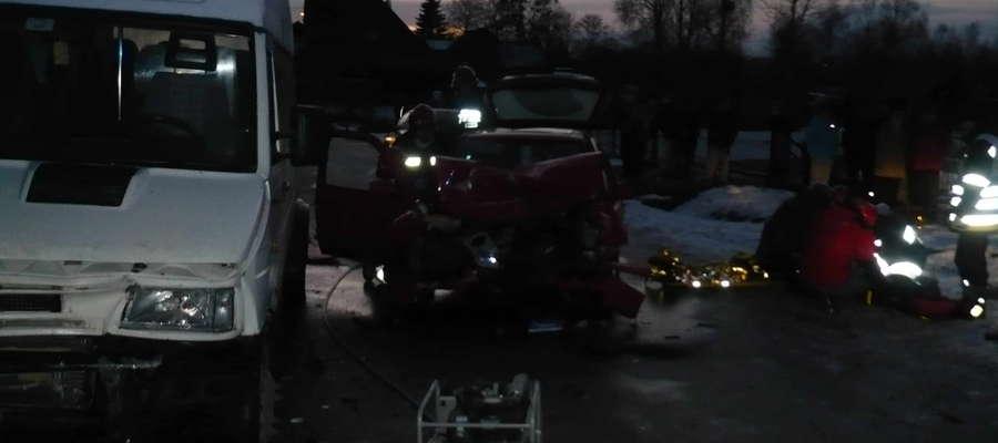 Po zderzeniu osobówki i busa utrudnienia na drodze między Miłomłynem a Liwą trwały ponad dwie godziny