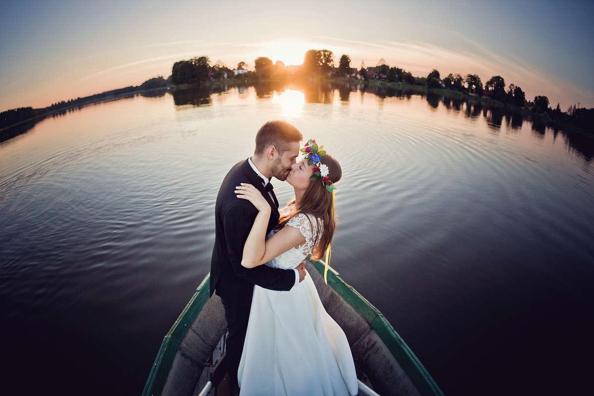 Między parą młodą a fotografem musi zaiskrzyć - full image