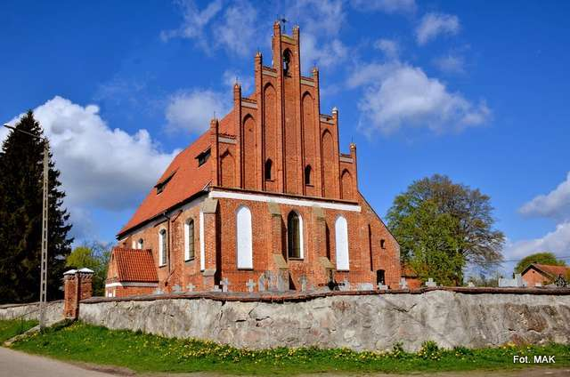 Henrykowo: kościół p.w. św. Katarzyny i Najświętszego Serca Jezusa - full image