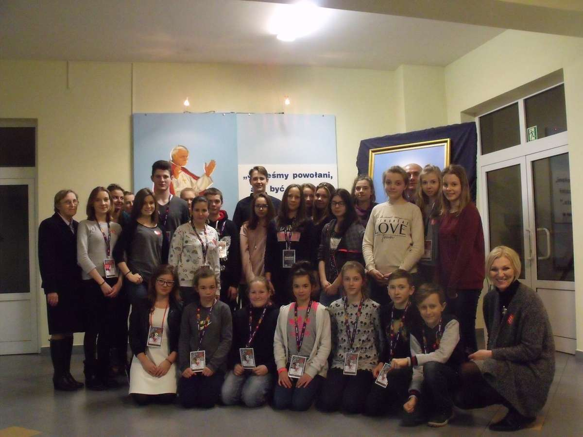 Wolontariusze z Karniewa wraz z opiekunami.