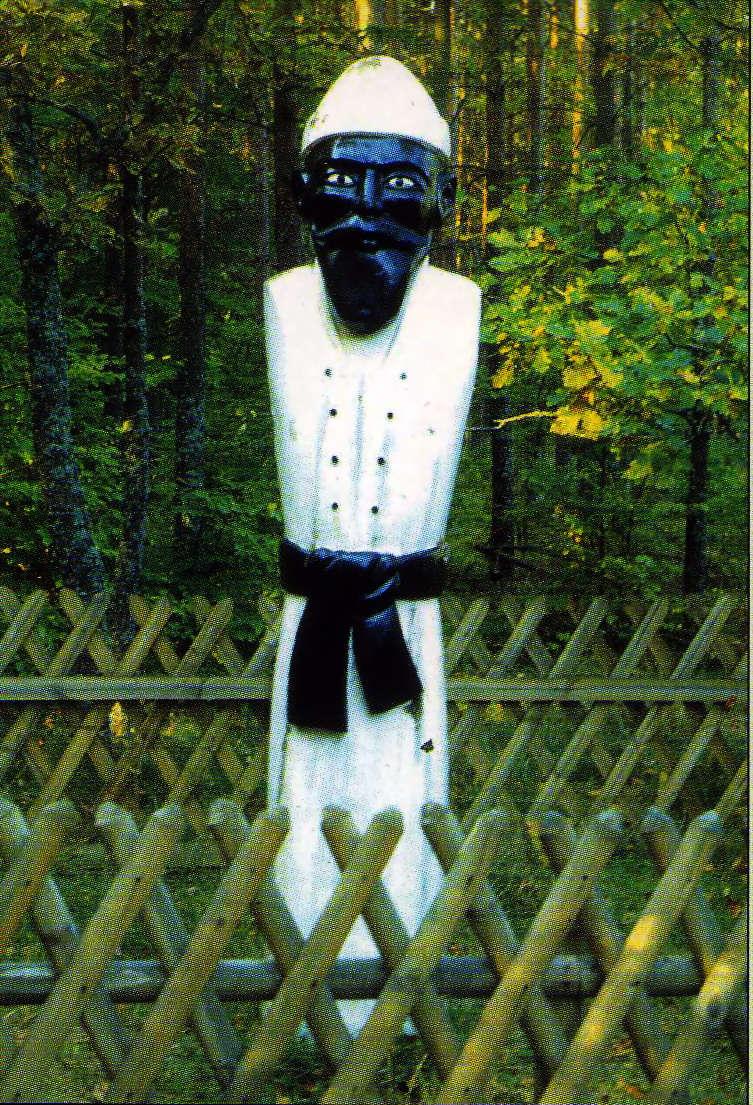 Figurę Białego Chłopa, obecnie stojącą na rozstaju dróg pod dębami, wykonał w 1997 roku Marek Łukasik - full image