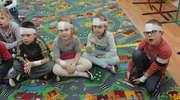 Przedszkolaki opatrywały sobie rany głowy i kończyn