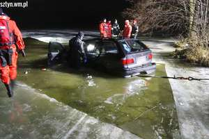 Nocne szaleństwo na jeziorze Ukiel. Jeżdżące po lodzie bmw, poszło na dno [ZDJĘCIA I FILM]