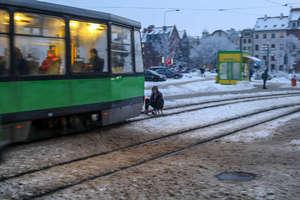 """Jechał na sankach za tramwajem. """"Brak wyobraźni to za mało powiedziane"""""""