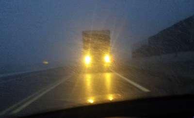 Światła krótkie i światła długie. Kierowcy z regionu nie widzą różnicy?