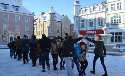 Maturzyści zatańczą poloneza na placu Wolności