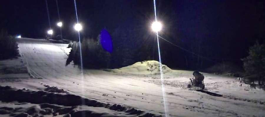 Tak wyglądał stok narciarski w Lubstynku w środę późnym wieczorem