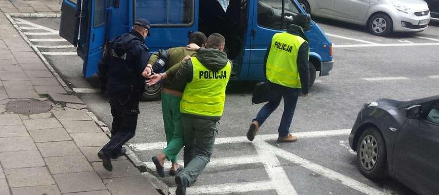 27-latek w drodze do prokuratury