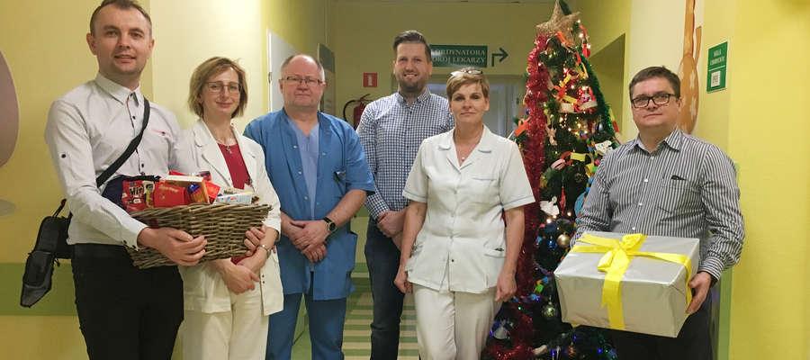 Przedstawiciele lubawskiego oddziału firmy Ikea z prezentami dla iławskiego szpitala i personelem