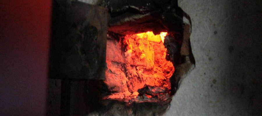 Tak wygląda wnętrze płonącego komina.