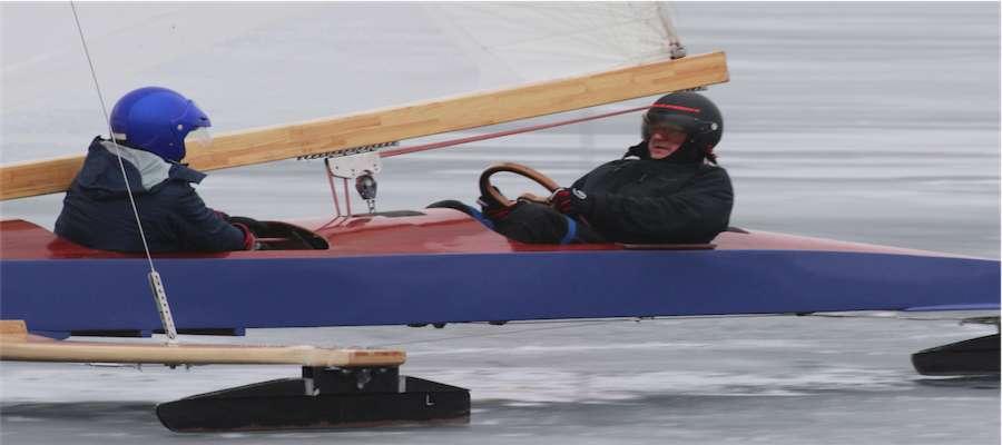 Bojer klasy Monotyp XV na jeziorze Niegocin
