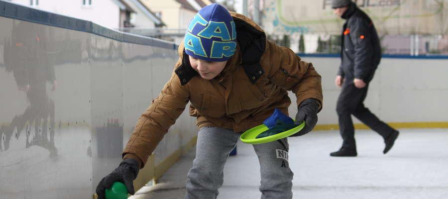Ubiegłoroczne zawody na lodowisku podczas zimowych ferii