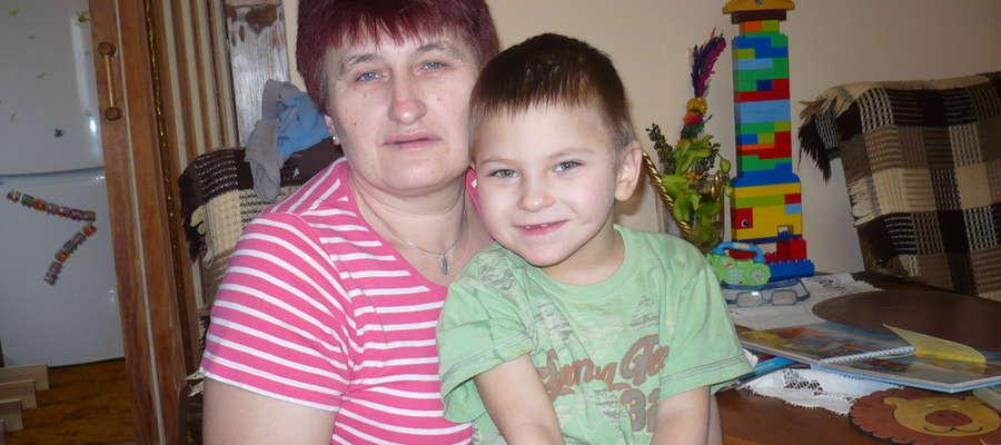 Patrząc na uśmiechnięta twarz Kuby Gajewskiego, aż trudno uwierzyć, z jak ciężką chorobązmaga się ten dzielny pięciolatek.
