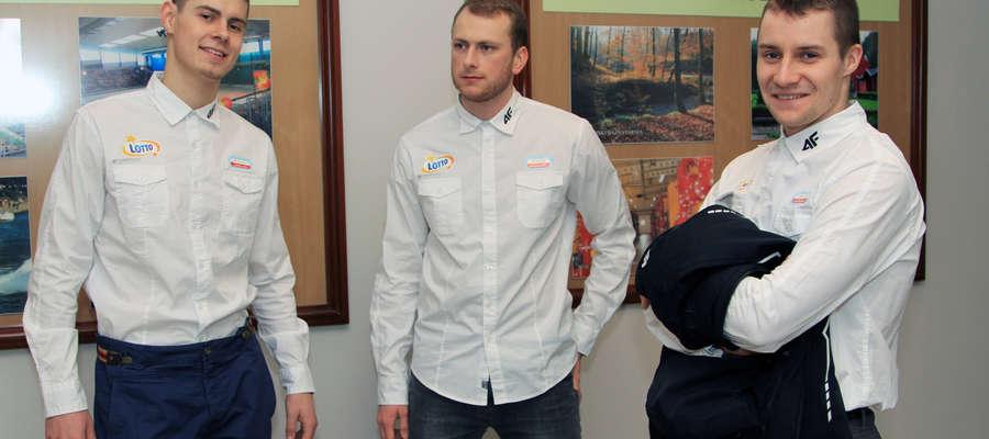 Od lewej: Sebastian Kłosiński, Michał Domański i Adrian Wielgat. To wyróżniający się łyżwiarze szybcy Orła. Kłosiński i Wielgat na początku lutego wystartują w mistrzostwach świata