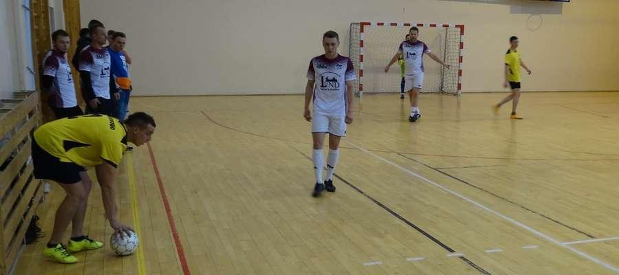 Pracowity weekend mieli uczestnicy amatorskich rozgrywek piłkarskich o mistrzostwo gminy Ostróda
