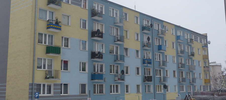 Martwe noworodki znaleziono na jednym z balkonów tego bloku przy ul. Grunwaldzkiej w Iławie