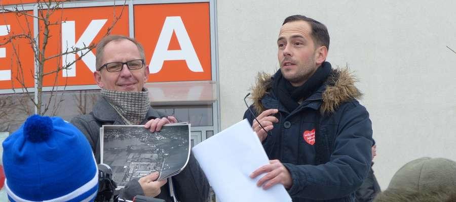 Dariusz Paczkowski (z lewej) i Michał Młotek wycieczkę rozpoczęli nad brzegiem Małego Jezioraka, tuż przy galerii handlowej