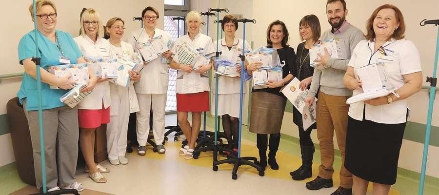 Przekazany szpitalowi dziecięcemu sprzęt ucieszył personel. Wszyscy zgodnie zapewniali, że dzięki temu prezentowi łatwiej będzie im się pracowało