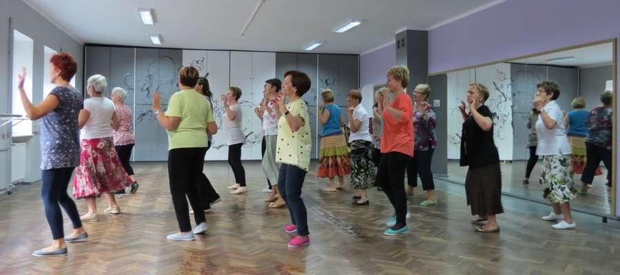 Grupa taneczna działająca przy Uniwersytecie Trzeciego Wieku