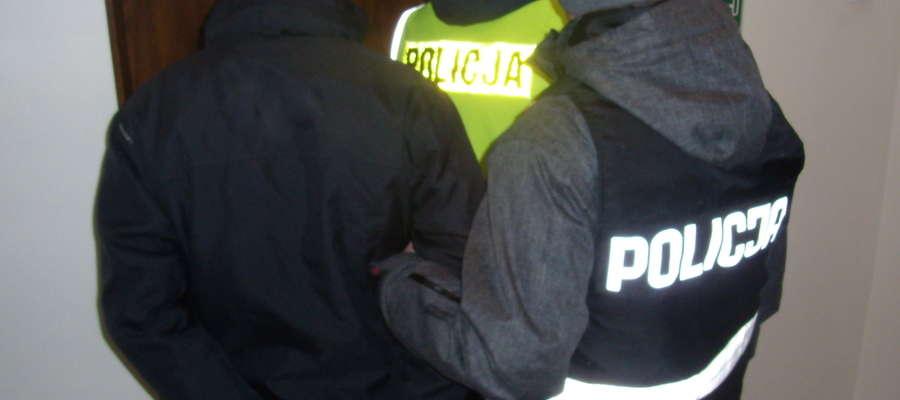 33-letni mieszkaniec Pisza został zatrzymany w momencie, gdy szedł do szpitala na porodówkę odwiedzić konkubinę