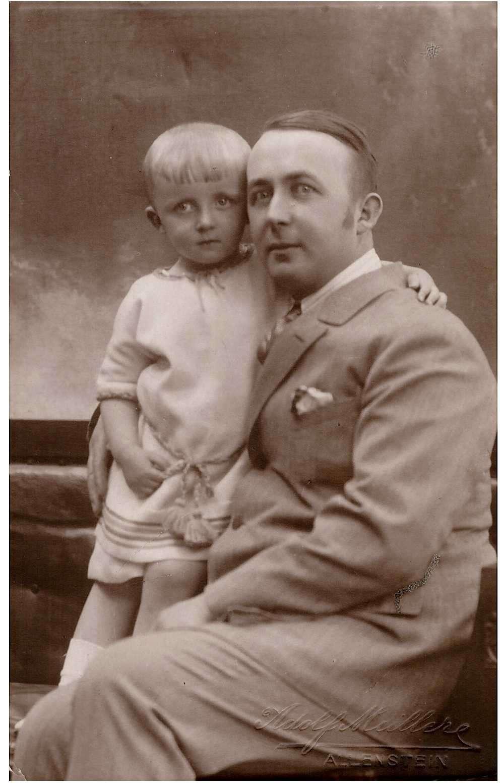 Seweryn Pieniężny junior z synem Konstantym - full image