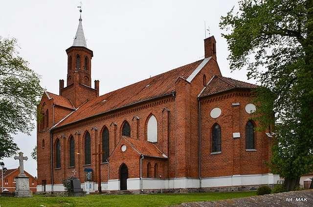 Świątki: Kościół pw. św. św. Kosmy i Damiana - full image