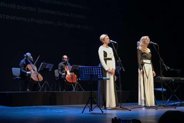 Siostry Telniuk zaśpiewają Szewczenkę - full image