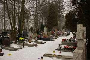 Zastanawiające ekshumacje z lat 50. Czyje zwłoki wykopano z podwórka Powiatowego Urzędu Bezpieczeństwa?