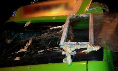 Zamontował okno w doszczętnie zniszczonej kabinie