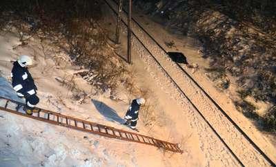 Śmiertelny wypadek na wiadukcie pod Olsztynem. Pasażerowie uwięzieni w pociągu przez trzy godziny