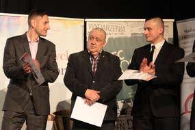 Andrzej Litwin (w środku), szkoleniowiec Bartoszyckiego Klubu Kyokushin Karate, został Trenerem Roku