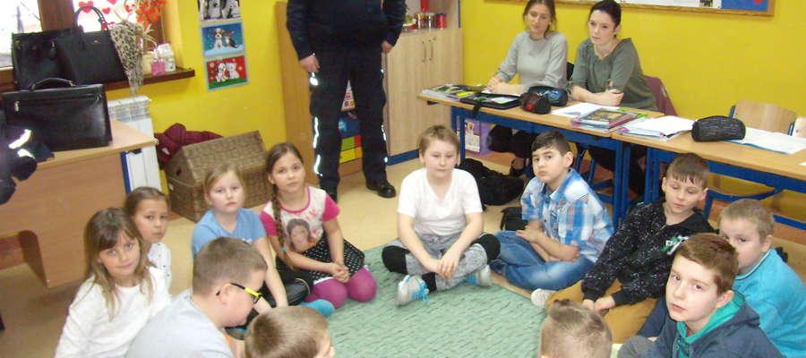 Spotkanie piskiego dzielnicowego z uczniami