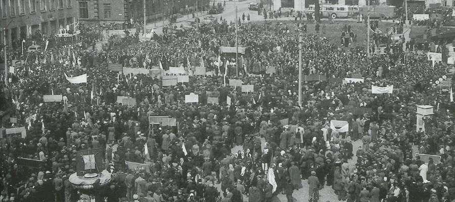 Plac Słowiański podczas manifestacji – ok. 1946/1947