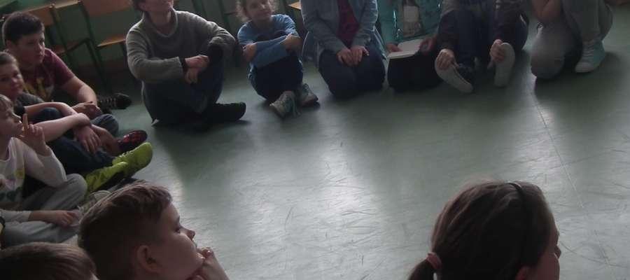 Warsztaty teatralne w Szkole Podstawowej im. Jana Pawła II w Prostkach