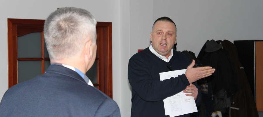Dariusz Budka przedstawił radnym decyzję Głównego Geodety Kraju.