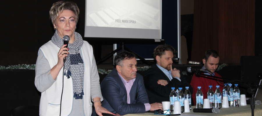Poseł Anna Cicholska tłumaczyła, jakie korzyści ma przynieść reforma oświaty.