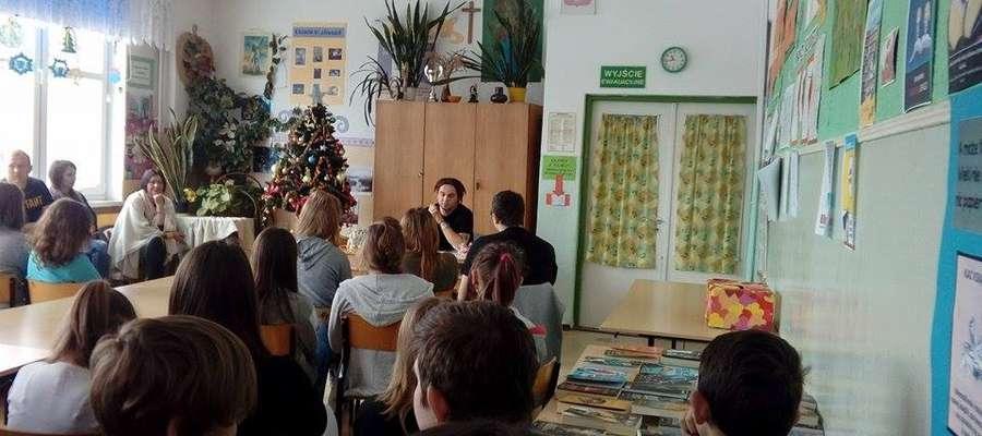 Dziennikarz Gazety Lidzbarskiej Kamil Onyszk spotkał się z gimnazjalistami z Kiwit