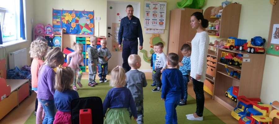 Spotkanie policjantów z przedszkolakami w Tolkmicku