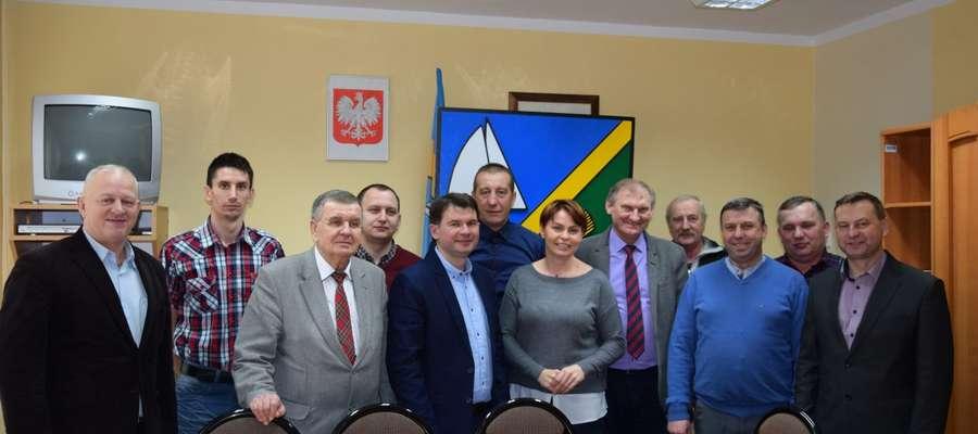 Gospodarz Gminy Krzysztof Harmaciński z przedstawicielami  klubów sportowych